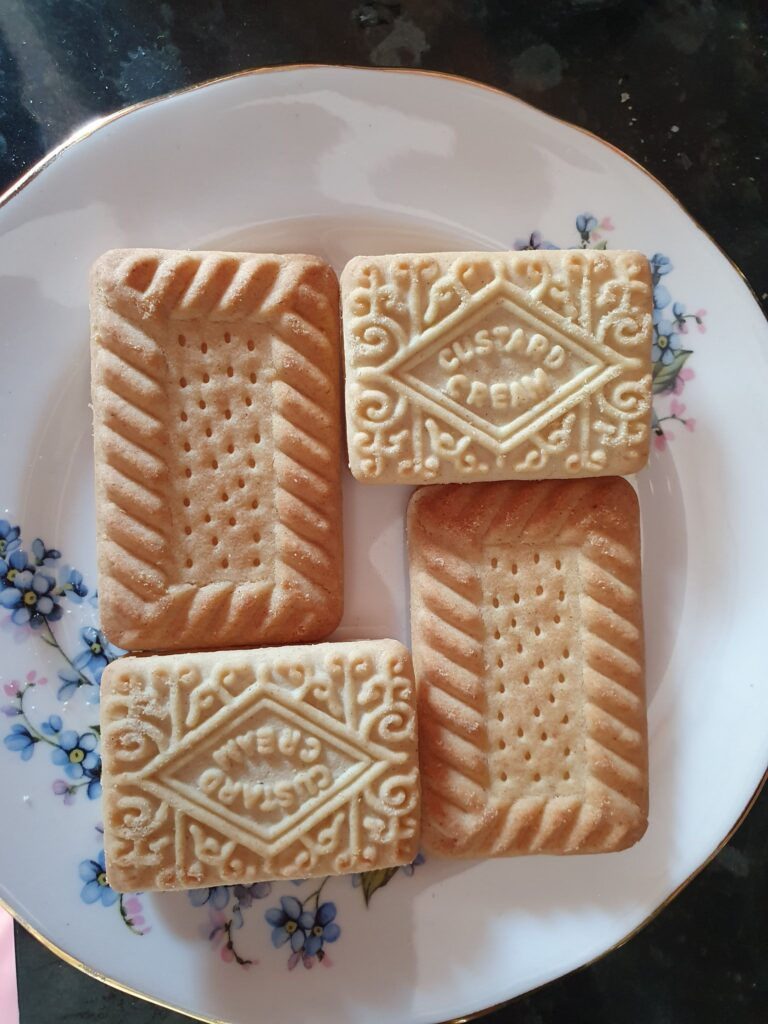 Four biscuits, two shortbread and two custard cream, arranged to form a rectangle with a hole in the middle